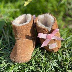 UGG🍂🍁 winter boots chestnut 02/03